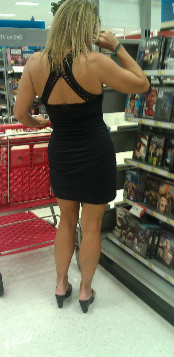 Upskirt milf at grocery part 1